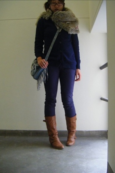 Bauhaus scarf - Uniqlo sweater - Insight jeans - shoes