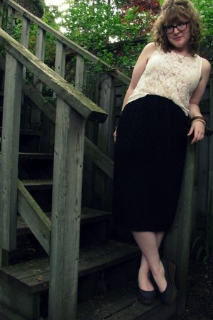 black thrifted skirt - eggshell bicyclette top