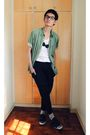 Green-dkny-white-trifted-shirt-black-accessories-black-oxygen-pants-gree