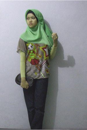 brown Triset top - chartreuse hijab scarf - dark brown clutch bag