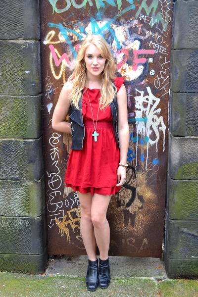red chiffon Lovestruck dress - black leather chelsea thrifted vintage boots