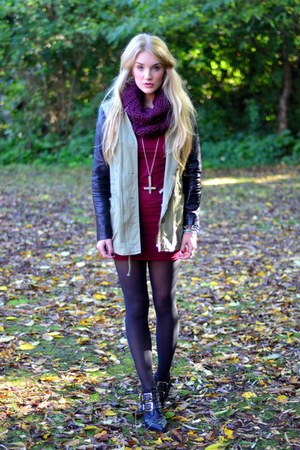 army green Boohoo jacket - maroon AX Paris dress