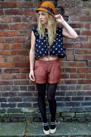 mustard felt 20s hat H&M hat - brick red threadsense shorts