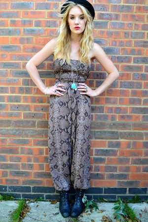 light brown Yayer romper - black vintage from Ebay boots