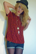 maroon vintage top - navy Topshop shorts - gold Topshop necklace - gold thrifted