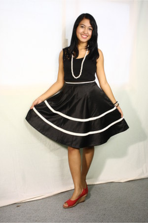 black soiree skirt - pearl necklace accessories - black sleeveless blouse