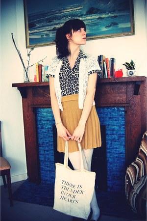 cream tote fieldguided bag - cream crocheted vintage cardigan - black leopard pr