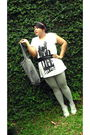 Gray-body-fit-leggings-beige-market-shoes-gray-paseer-baroe-purse-white-be