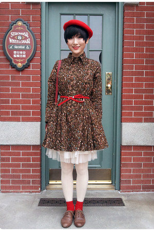dark brown FLORAL PRINT DRESS dress - red ARTIST HAT hat - stockings