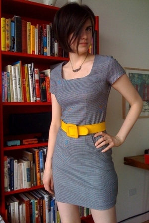 gray vintage no tag dress - gold vintage belt - gold Betsey Johnson necklace - g
