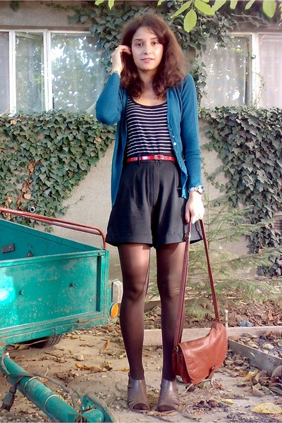 black H&M top - black shorts - green cardigan - red belt - brown Scarpasa shoes