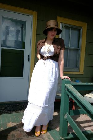 brown hat - white Old Navy dress - yellow shoes - gold vintage necklace - gold O