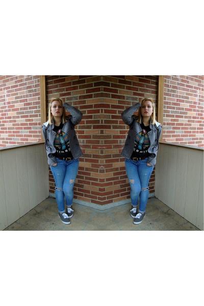 ripped Levis jeans - dark gray cotton tank XXI t-shirt