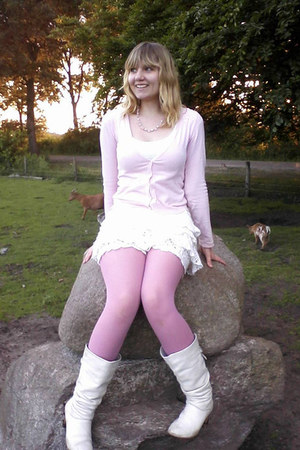 white boots - bubble gum tights - white skirt - white t-shirt