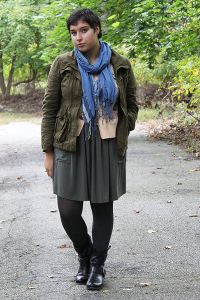 heather gray HUE tights - black leather Steve Madden boots