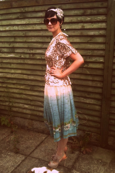 gold sequin whistles cape - lace peplum Savida top - beach print Primark skirt
