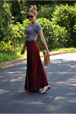maroon maxi Sparkle  Fade skirt - heather gray v-neck American Eagle shirt