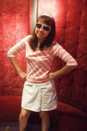 white christian dior sunglasses - Uniqlo t-shirt - no brand skirt