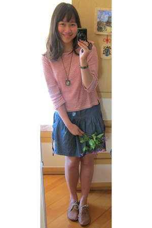 chapel necklace - bubble gum top - navy skirt