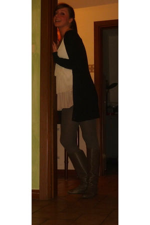 beige H& M shirt - gray Calzedonia stockings - gray Zara boots - black Zara card