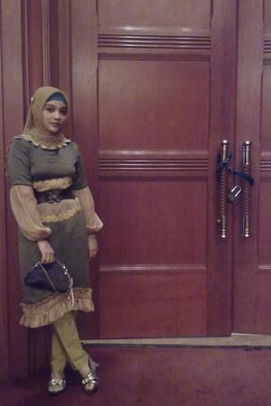 olive green -- self-made dress - mustard -- Paris scarf