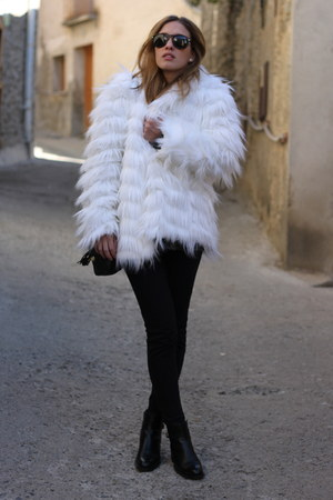 white Stradivarius coat