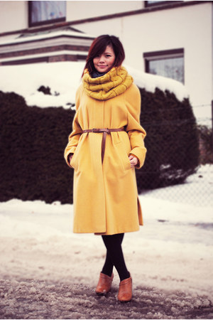 mustard coat - tawny shoes - bronze belt