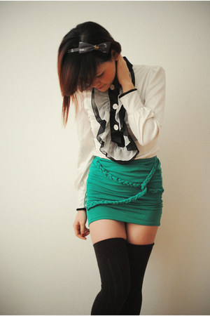 aquamarine skirt - white blouse - black socks