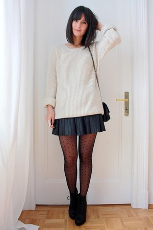 ivory oversized H&M sweater - black mini skirt Express skirt