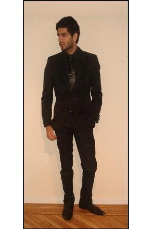 black shoes - black suit - black shirt - black belt - black tie