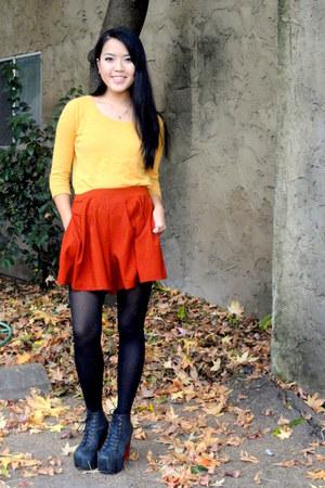 mustard shirt - brick red shorts - black pumps