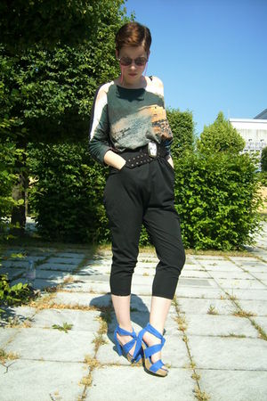 gray H&M shirt - black Zara shorts - blue Zara shoes - black vintage belt - brow