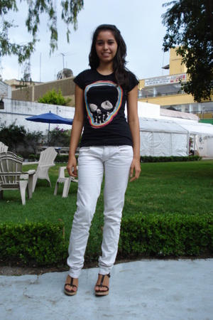 t-shirt - jeans - shoes