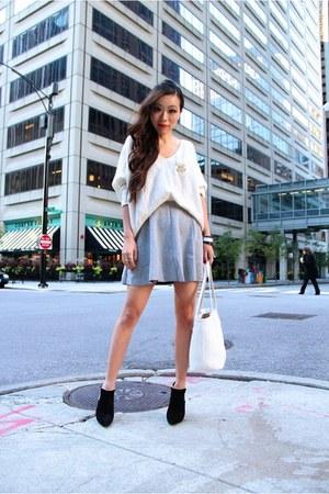 Sweater sweater - boots boots - Bag bag - Skirt skirt