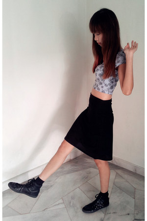 sky blue crop top Topshop top - black skirt - black studded leather H&M sneakers