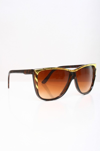 dark brown sunglasses
