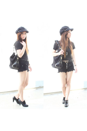 black high waisted Almost Famous shorts - dark gray newsboy Zizibeh hat