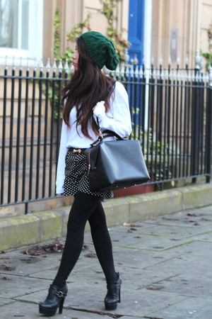 River Island hat - asos boots - Primark sweater - Zara bag - Primark shorts