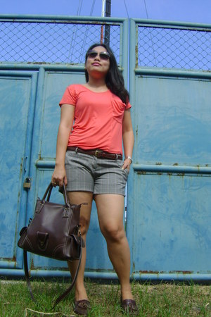 carrot orange maldita shirt - camel Charles and Keith sunglasses
