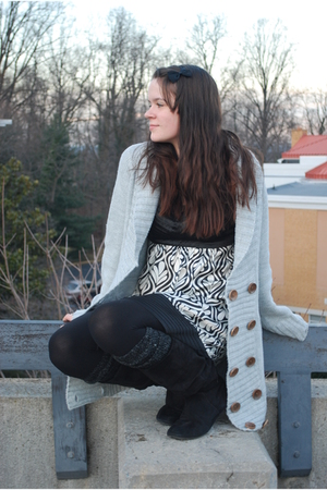 gray Ross sweater - black unknown dress - black Forever 21 leggings - gray gift