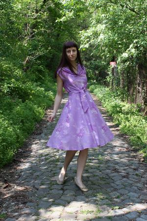 purple vintage dress - beige AMANDA shoes