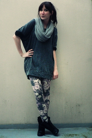 gray H&M scarf - gray H&M sweater - gray H&M leggings - black Newlook boots