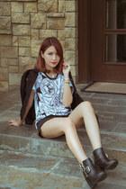 white Osamu Tezuka x Lacoste Live t-shirt - black H&M boots