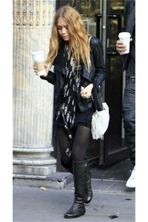 black scull Alexander McQueen scarf