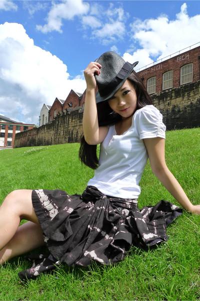black trilby Zara hat - white summer Internacionale blouse