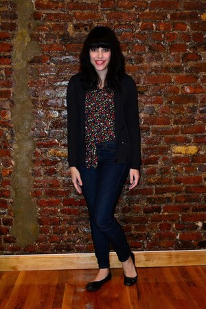 black top - navy BDG jeans - black BDG cardigan - black Lucky Brand flats
