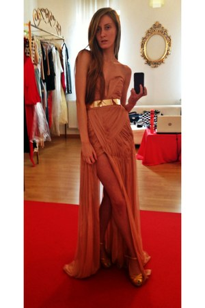 golden metal random belt - peach silk alinka dress