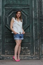 white Lyubov vest - sky blue coton Levis shorts