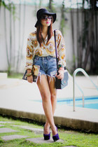 shirt - bag - levis highwaist shorts - purple heels