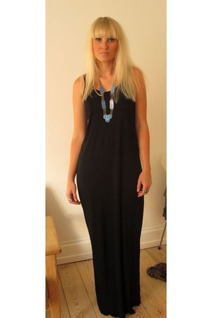black GINA TRICOT dress
